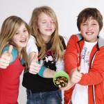 Kinder mit Nüssen
