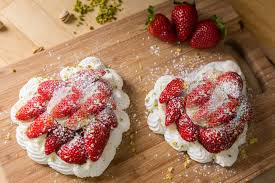 baiserherzenmit erdbeeren